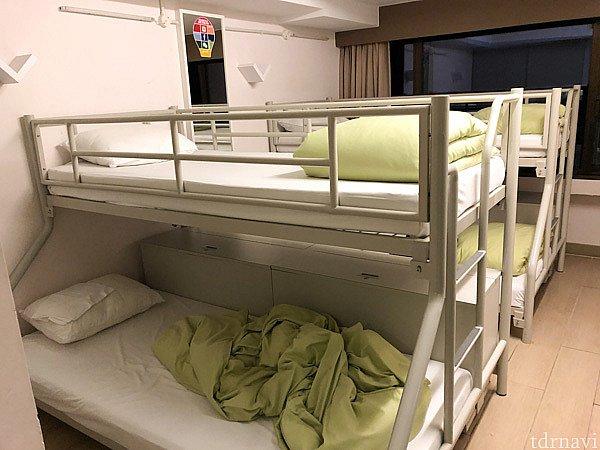 ドミトリーには4人部屋と8人部屋があります。8人部屋は4人の部屋が2つあるような感じなので、8人部屋を選んでも4人部屋を選んでもそれほど変わりません。 この写真は8人部屋です。