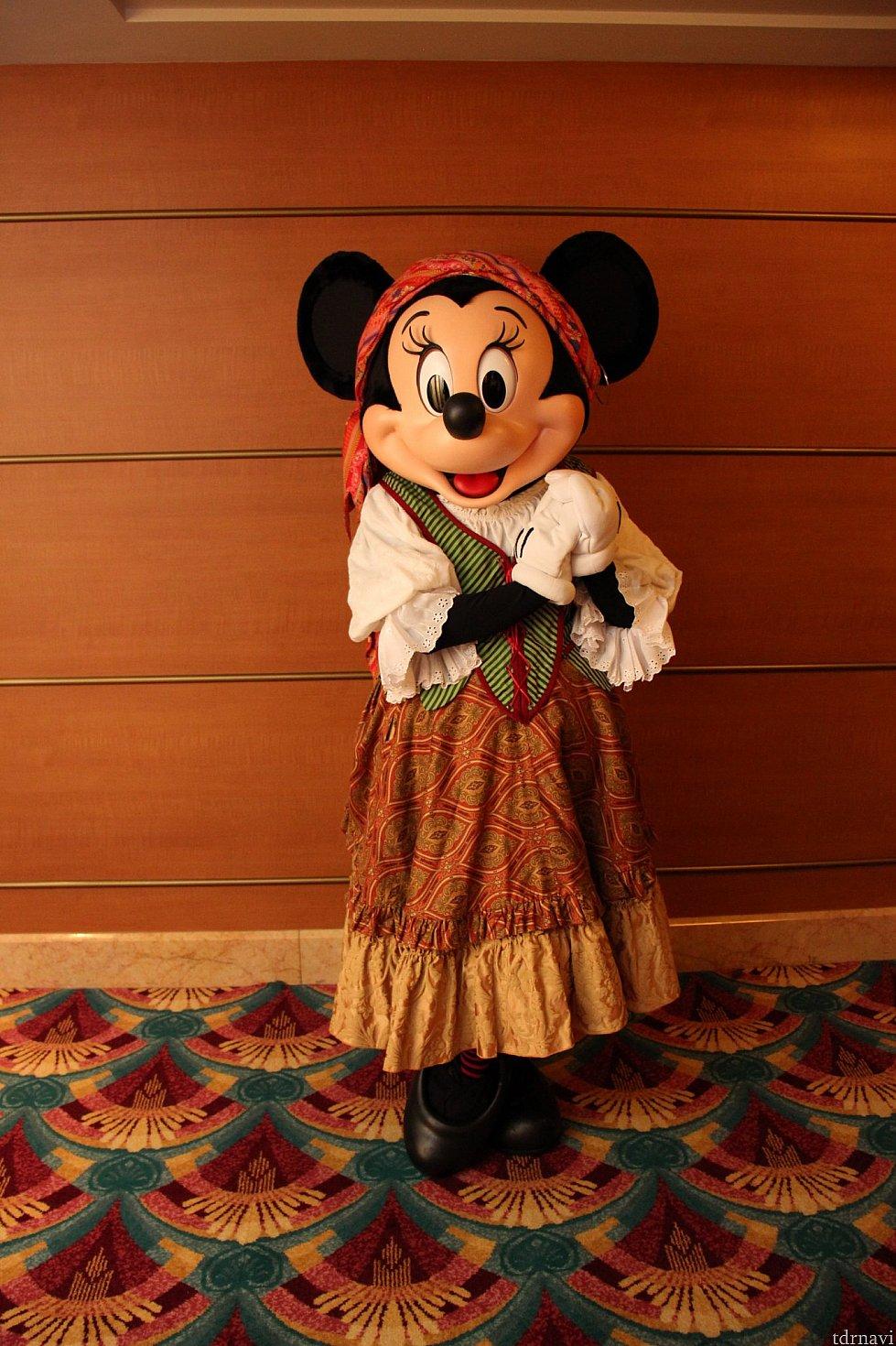 ミニーちゃんはほかの船のパイレーツ衣装と少し違います♡