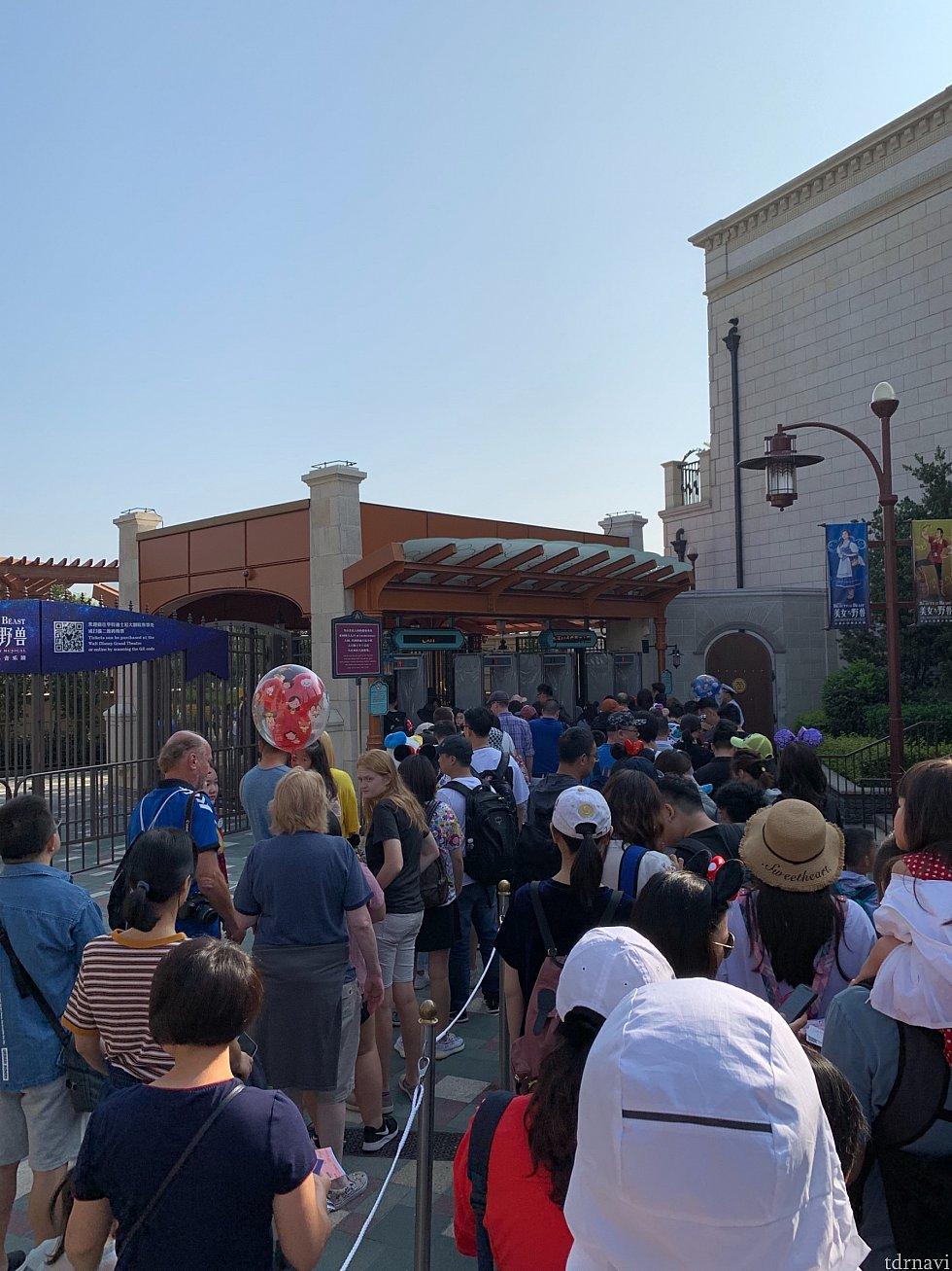 ディズニータウンからの入場が可能です 若干混みますが、一般に比べたら早いものです😅