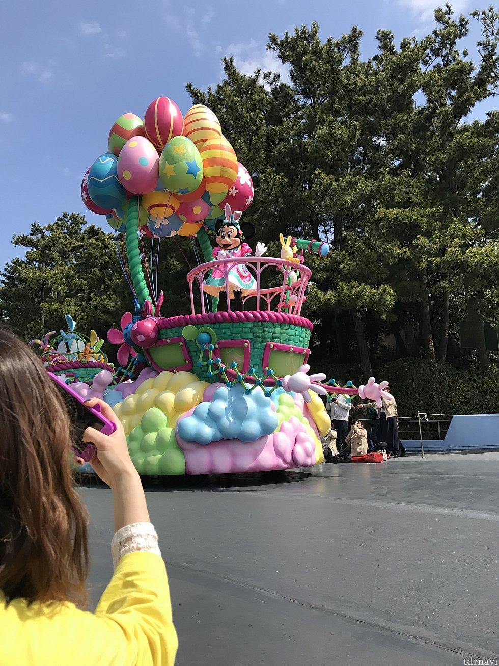 気球から探すミニーちゃん!