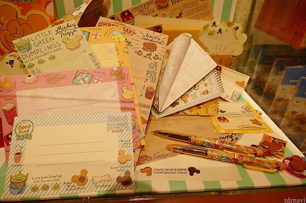 ノートやメモ帳、ボールペンもありますよ!