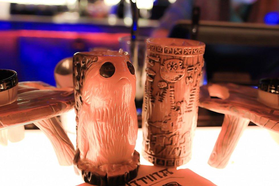 スーベニアグラス。ポーグの方はノンアル、もう一つはアルコールの飲み物についてきました。32ドルと42ドル。