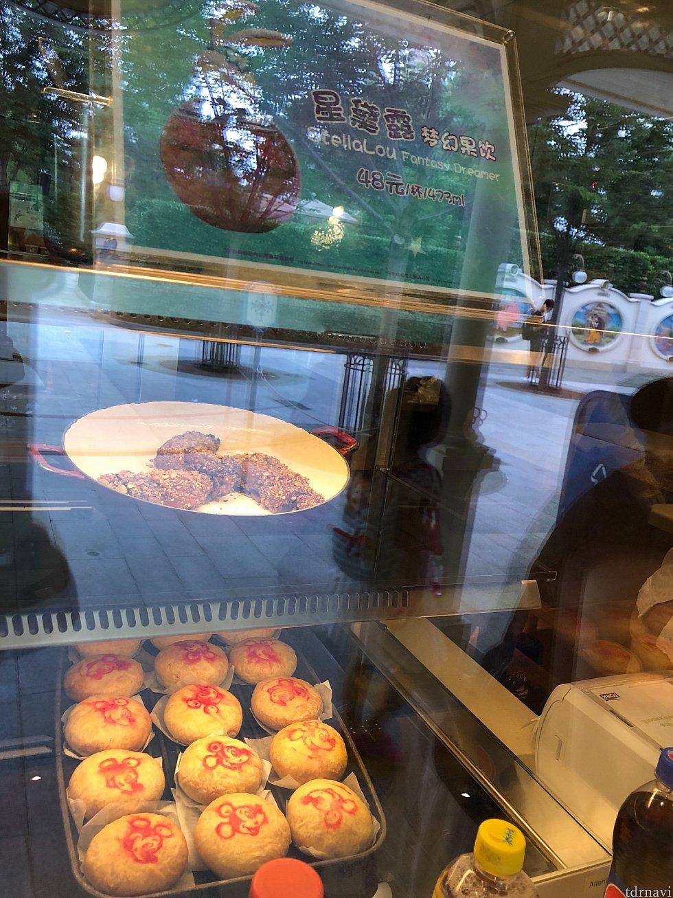 四川風チキンと上海風ミートパイ(中に豚肉が入った月餅)も