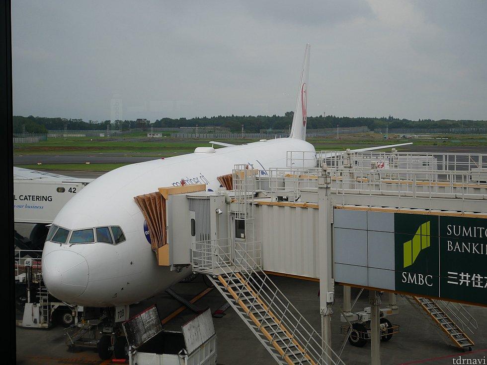行きは17:55出発のJAL711便に乗りました😌 成田第2ターミナル→チャンギ国際空港ターミナル1です。 搭乗開始は20分ほど遅れました。
