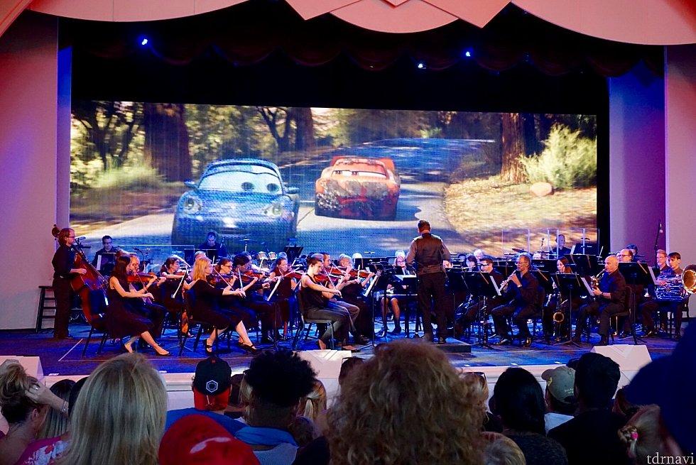 オーケストラの演奏の迫力凄いです。大人はみんな見入ってました。