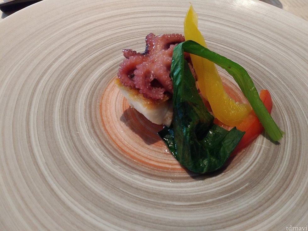 メイン:白身魚のポワレ 蛸とセロリのコンフィ 温野菜を添えて お肉も選べます! あっさりしているので、バルサミコソースとレモン塩両方付けるとおいしかったです😋