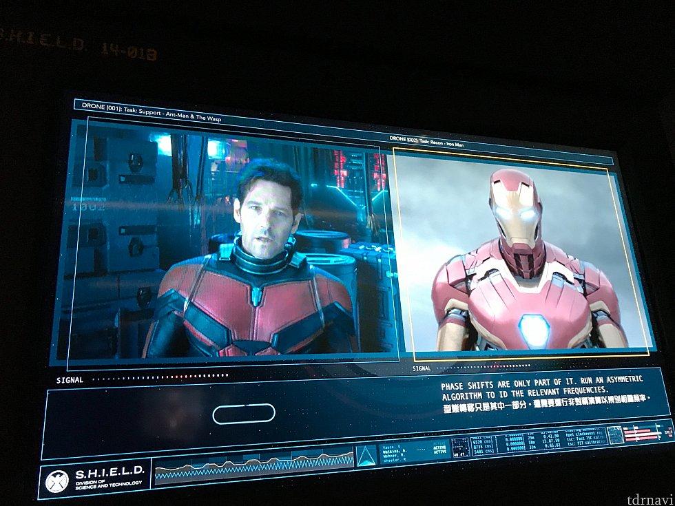 待ち列にて、アイアンマンも映像で出てきます💡