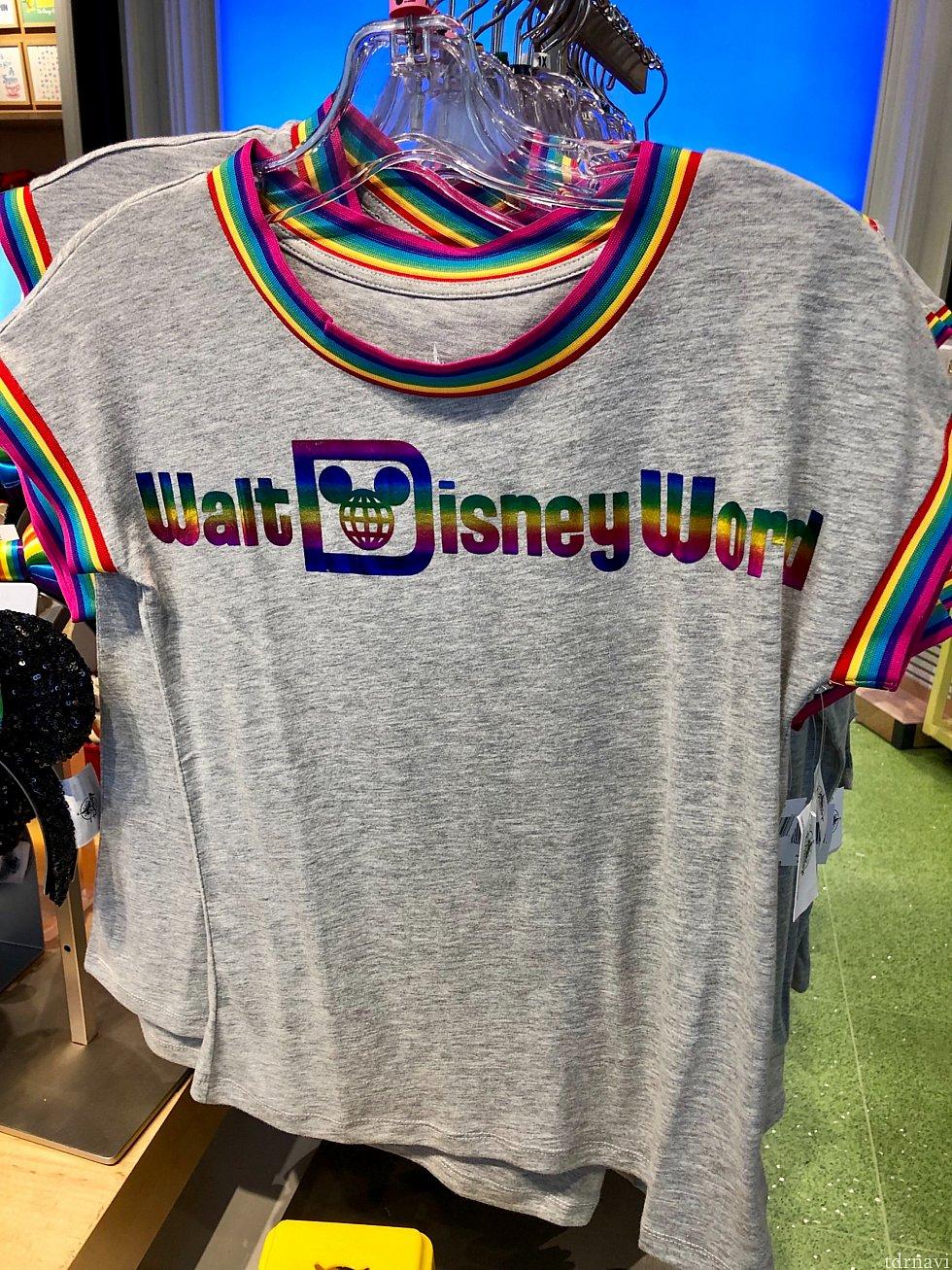 レトロなWDWロゴがレインボー。袖口などもレインボーですね。$34.99