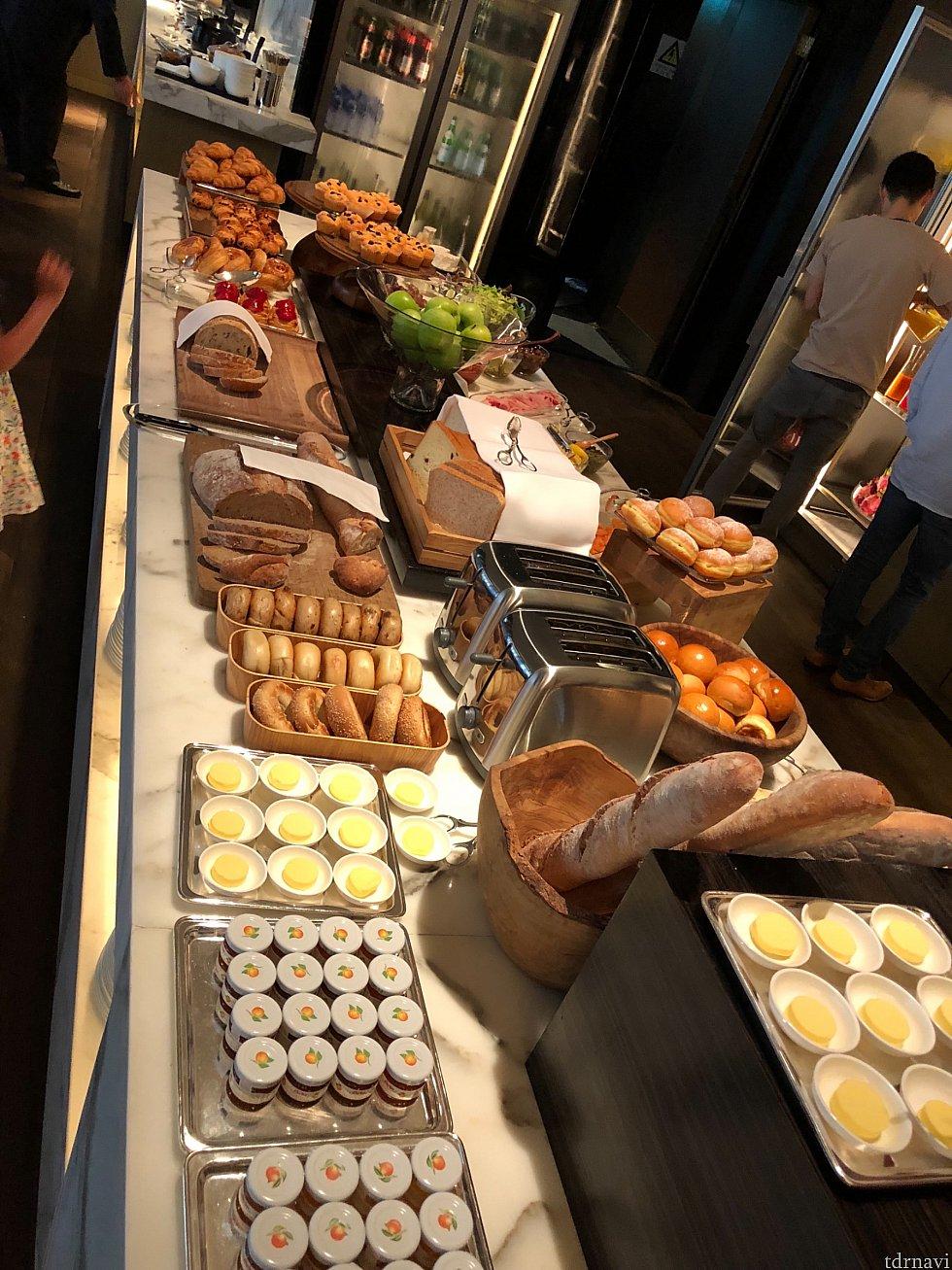 クラブルームの朝食。素晴らしいです。