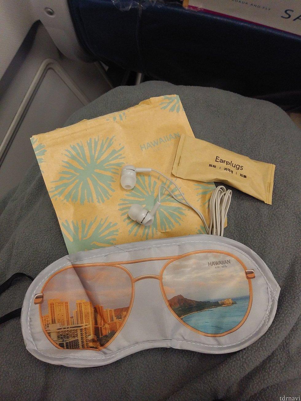 アメニティはかわいい袋の中に入っています。オシャレなアイマスク