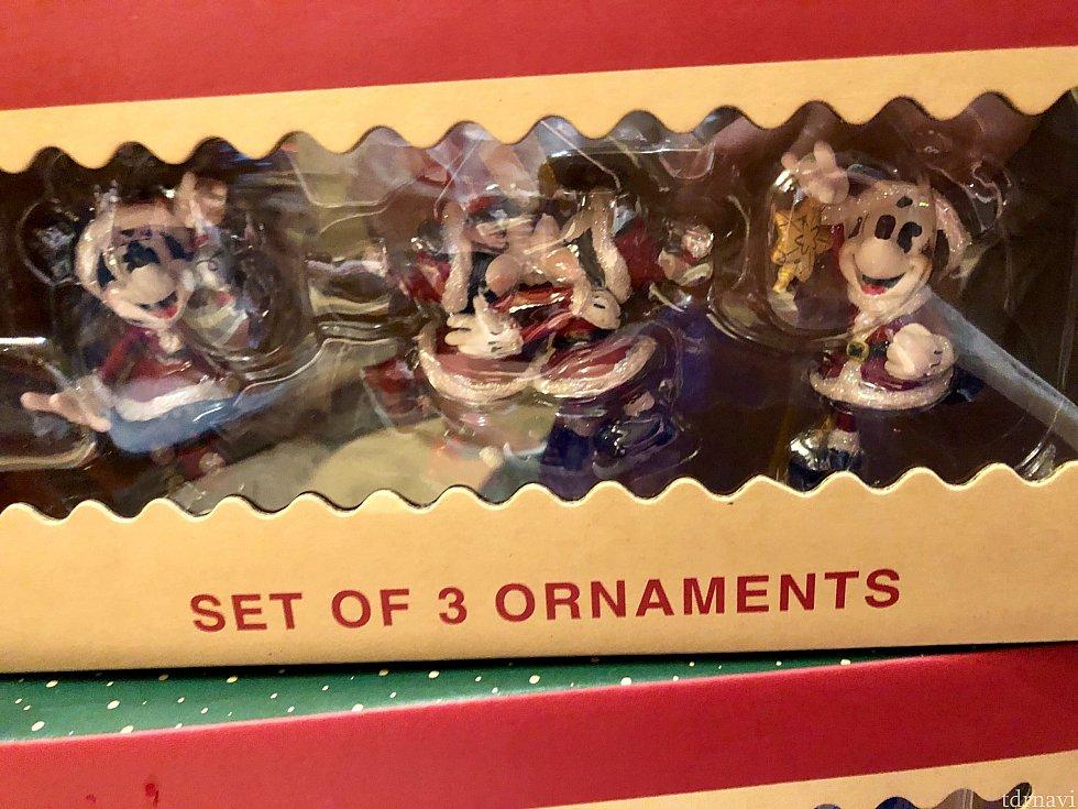続いてはクリスマスツリー用品をご紹介します。このボックスはオーナメント3点セット。