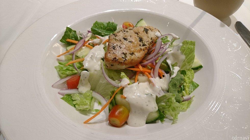チキンのサラダです! お野菜をモリモリ食べられました😆