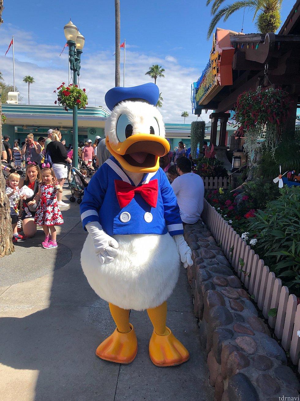 Donald Duck ドナルドにハグすると何かいいことが起こるかもしれない?行ってからのお楽しみに(*^^*)