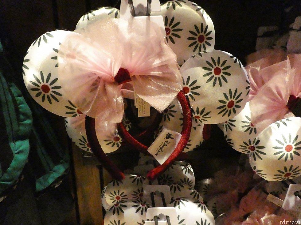 ・伸びる部屋のタイトロープの少女のドレス柄イヤーカチューシャ