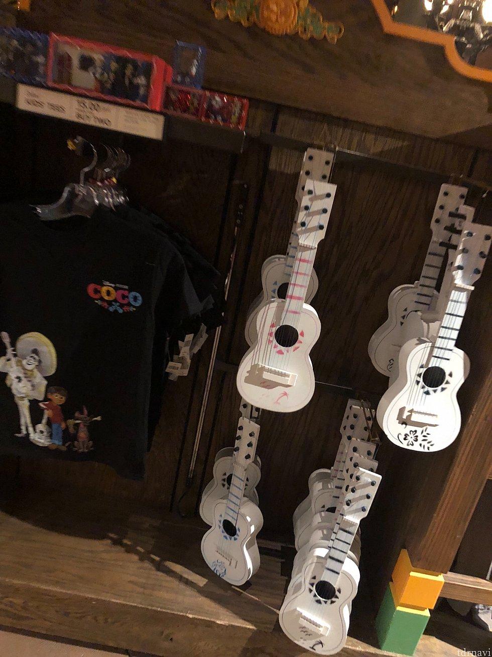COCOのTシャツも売っていました。