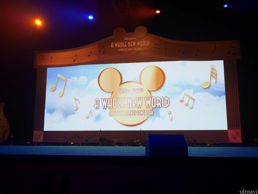 【年パスイベント・冬】旧正月イベント期間中 イベントスペースに舞台が作られ、歌とダンスのショーが行われました。