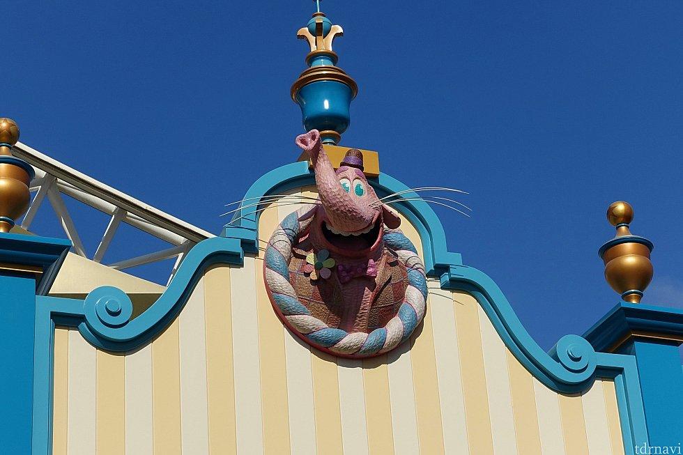 旅行に行く直前に『インサイドヘッド』を見たので、ビンボンのお菓子屋さんを楽しみにしてました!