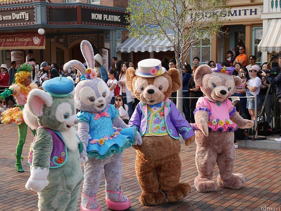 この4人の春コスチューム姿が目玉!ぜいたくなパレードをぜひ見に来てください😍
