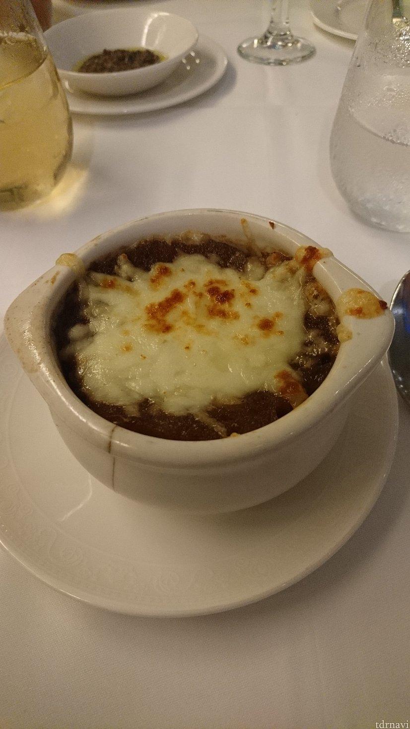 オニオングラタンスープ! 少ししょっぱいです💦 日中たくさん汗をかいたのでちょうど良かったです♪