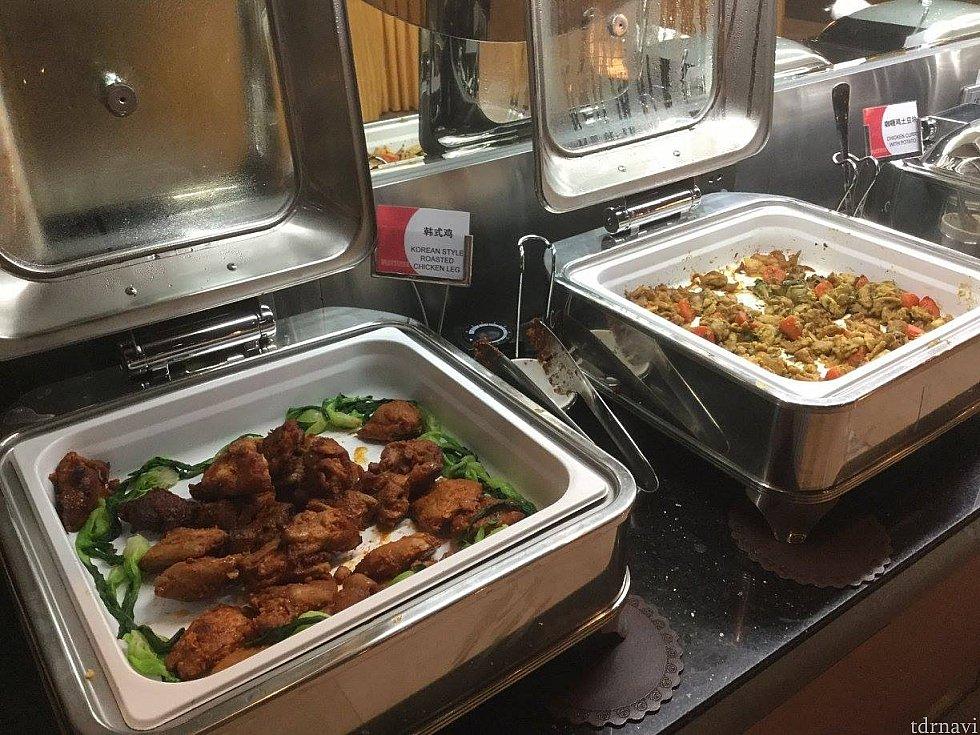 温かい料理もアジア系のものを中心としたバリエーション。