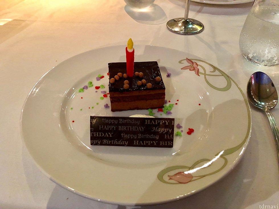 エンチャでのバースデーケーキです🍰 チョコレートケーキで美味しかったですよ!