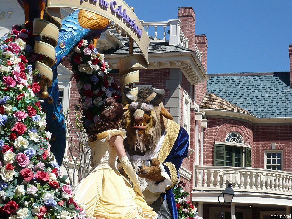 フェスティバル・オブ・ファンタジー・パレードのベルとビースト