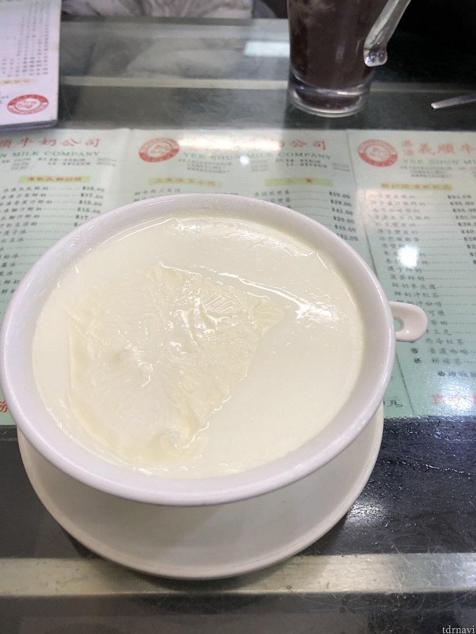 香港名物港澳義順牛奶公司の牛乳プリンも少し歩きますが徒歩圏内。