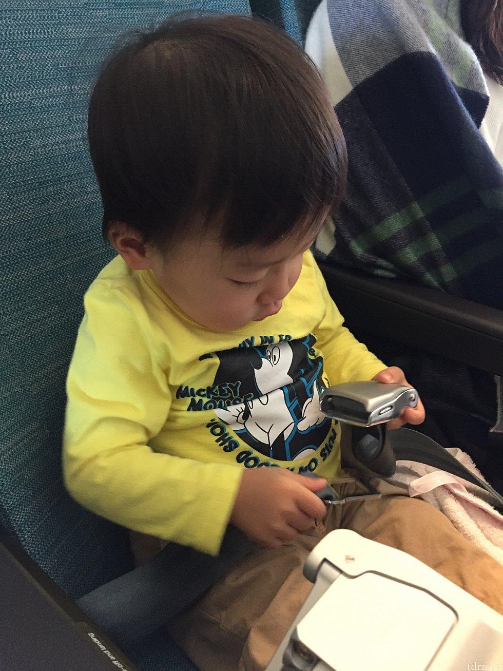 息子には別途、離着陸時シートベルトが渡されました😚