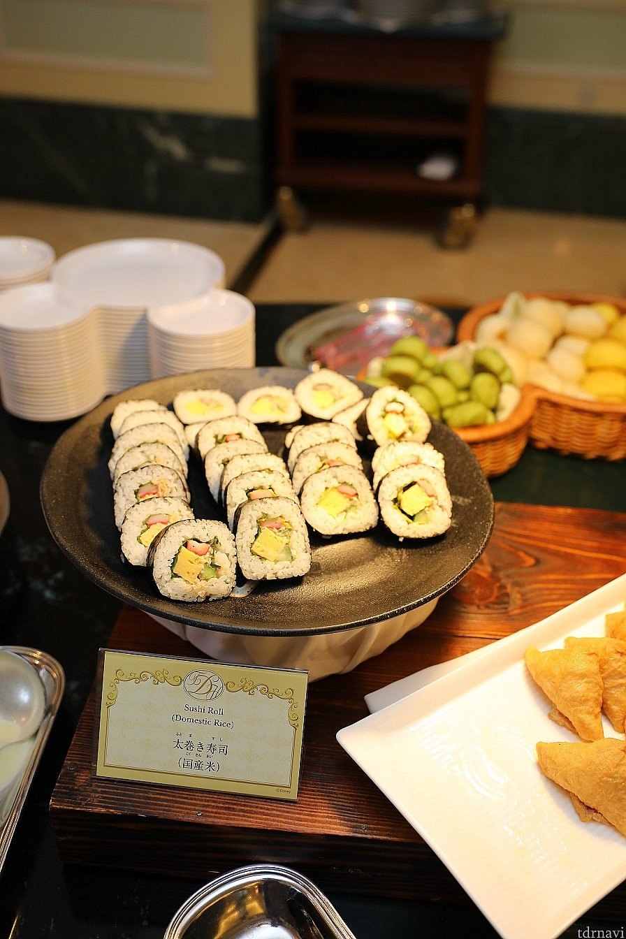 巻き寿司やいなり寿司もあります! おじいちゃんやおばあちゃんも安心して レストランを利用出来ますね♪ カメラ設定 F値 4.0 SS 1/125 ISO 1000 WB 4000 ストロボ使用