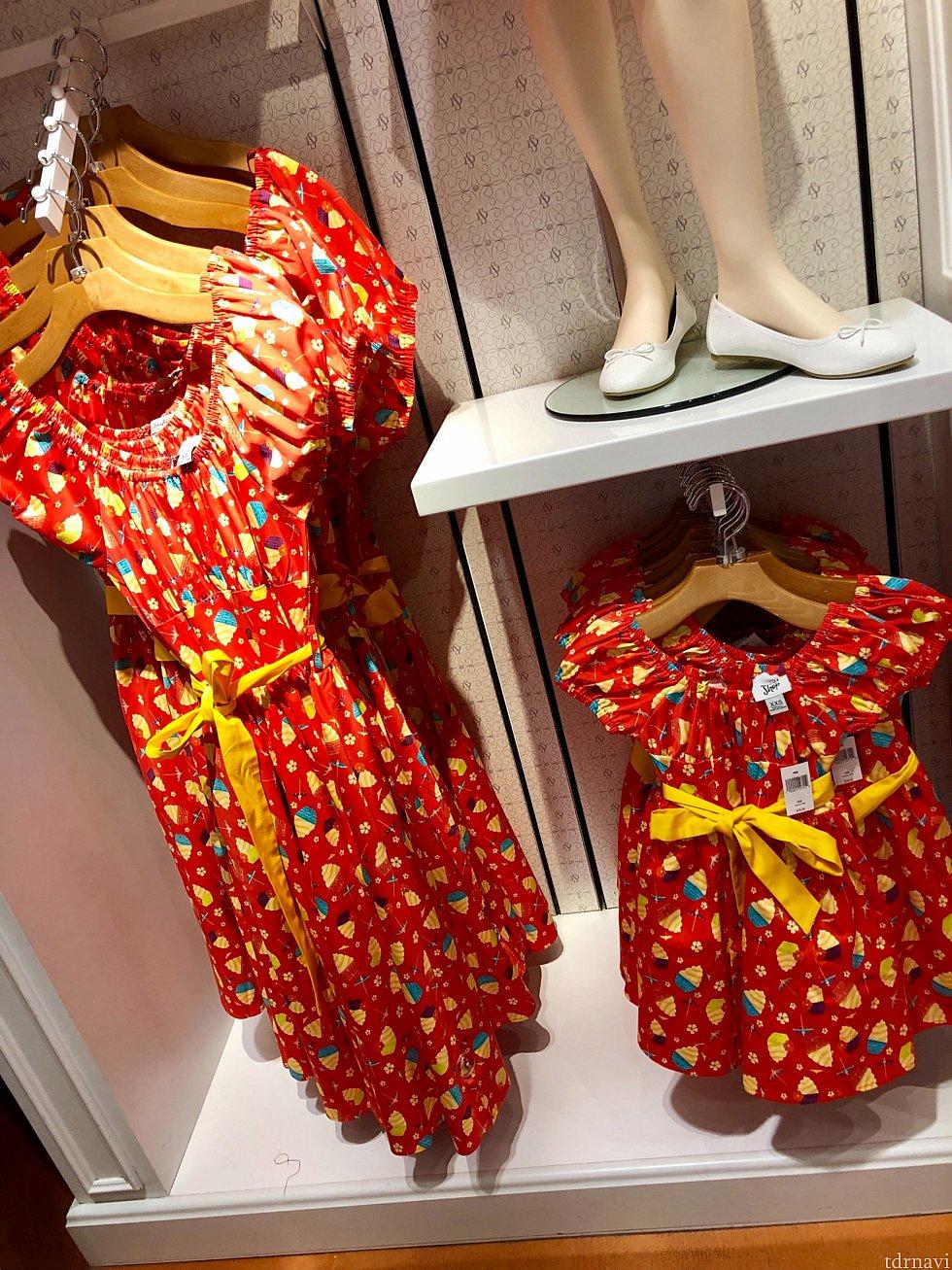 こちらは真っ赤なドールホイップ柄。このドレスも親子で揃える事が出来ます。子供用のお値段は$78。