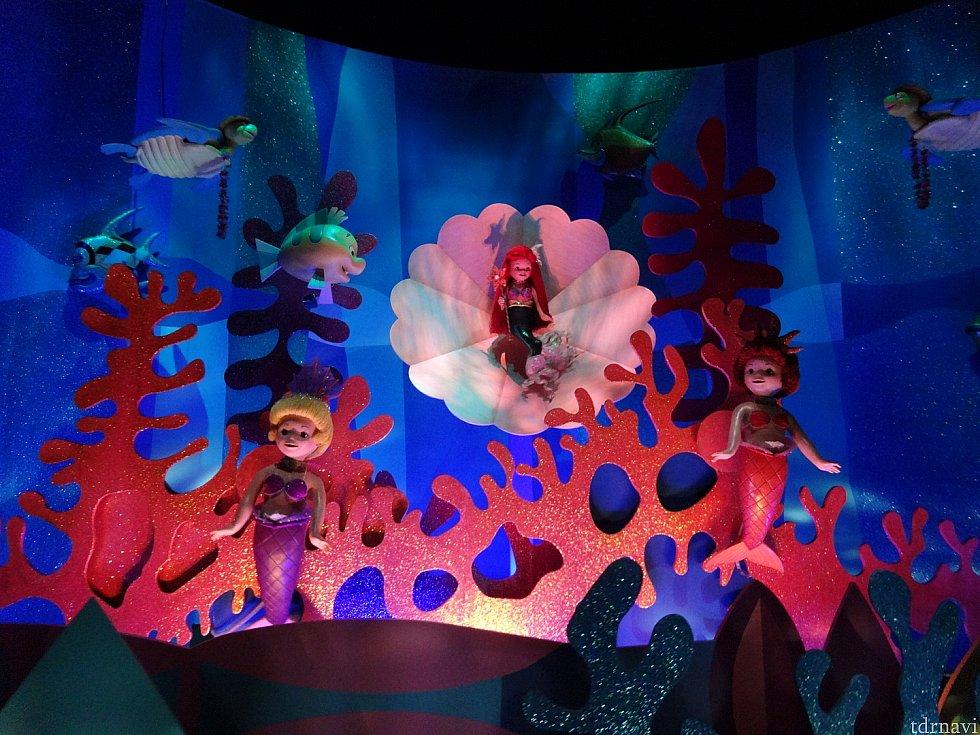 リトル・マーメイドの海底世界が広がってます。