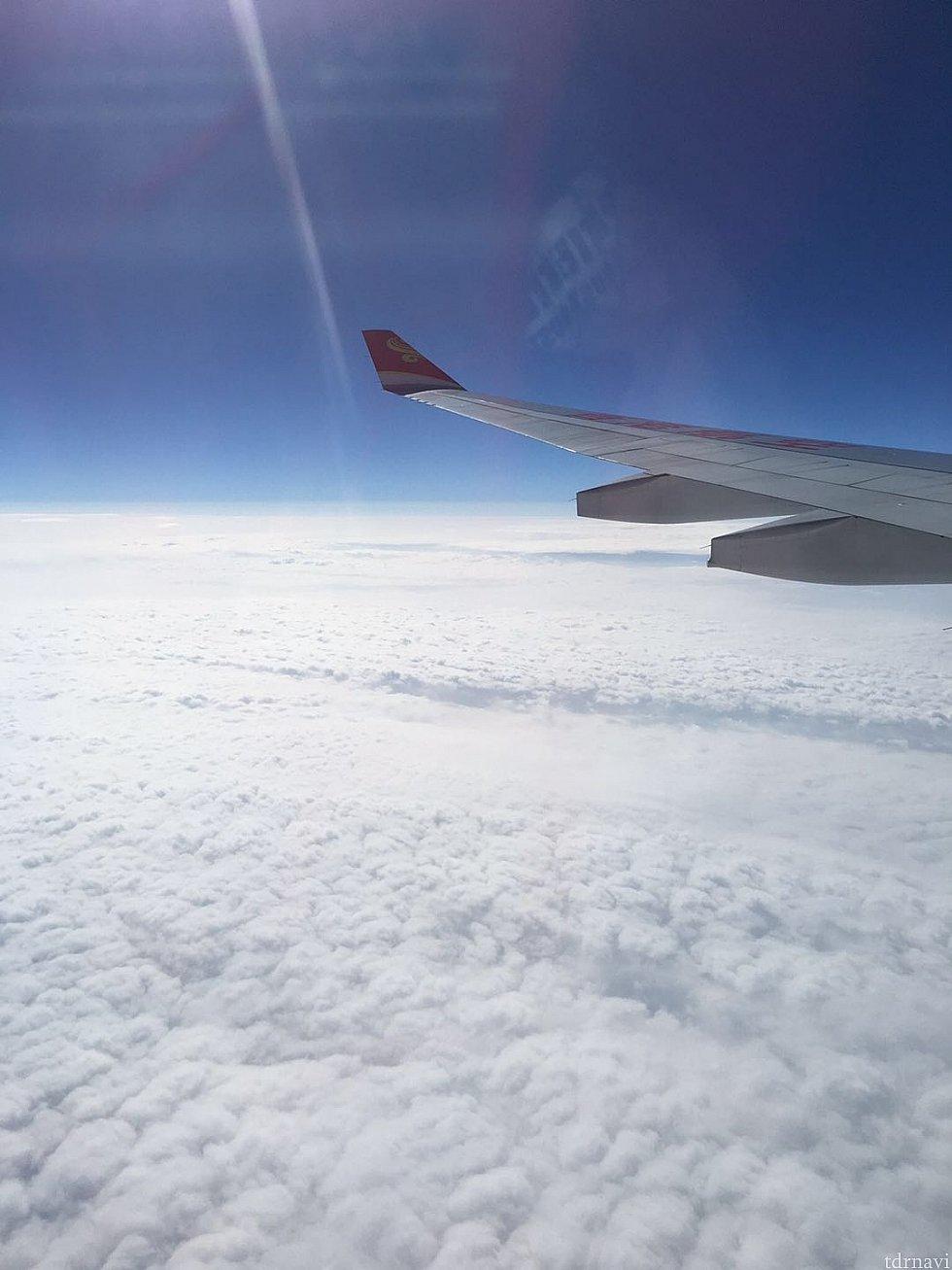 お天気も良く快適な空の旅です☁️✈️☀️