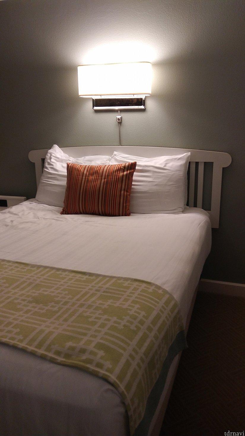 お部屋はデラックススタジオなので、クイーンサイズのベッドとソファーベッドがあります。