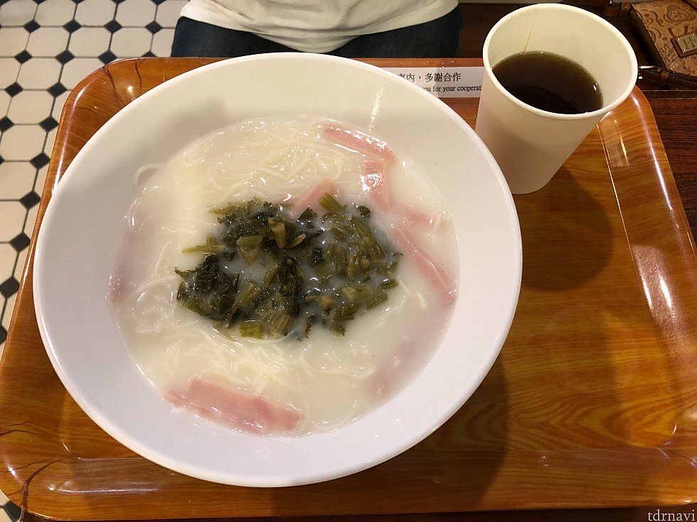 友人が食べた朝食です。米麺です~。