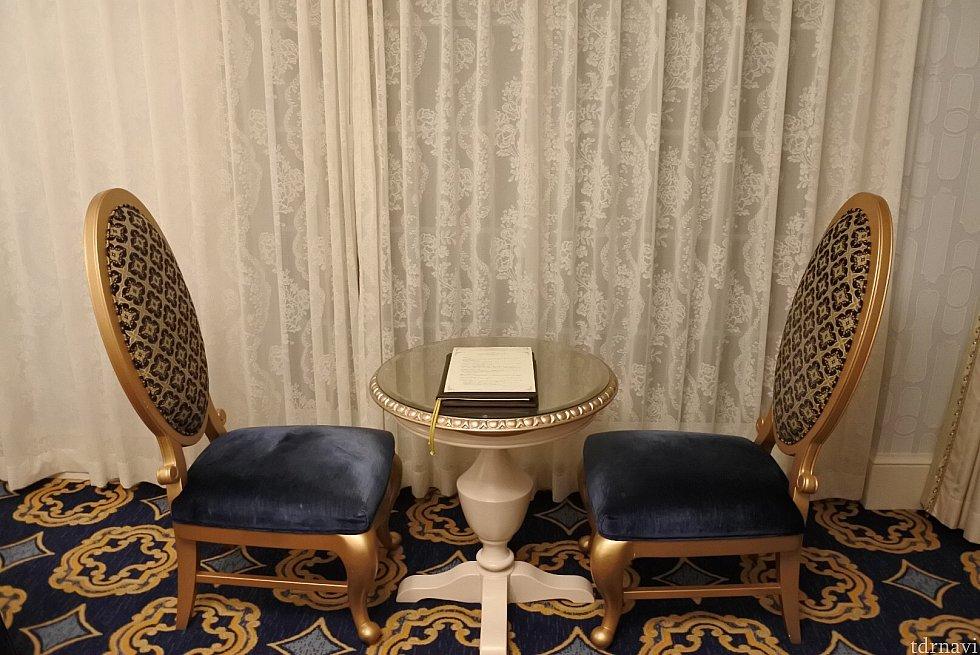 リビングルームの椅子&テーブル