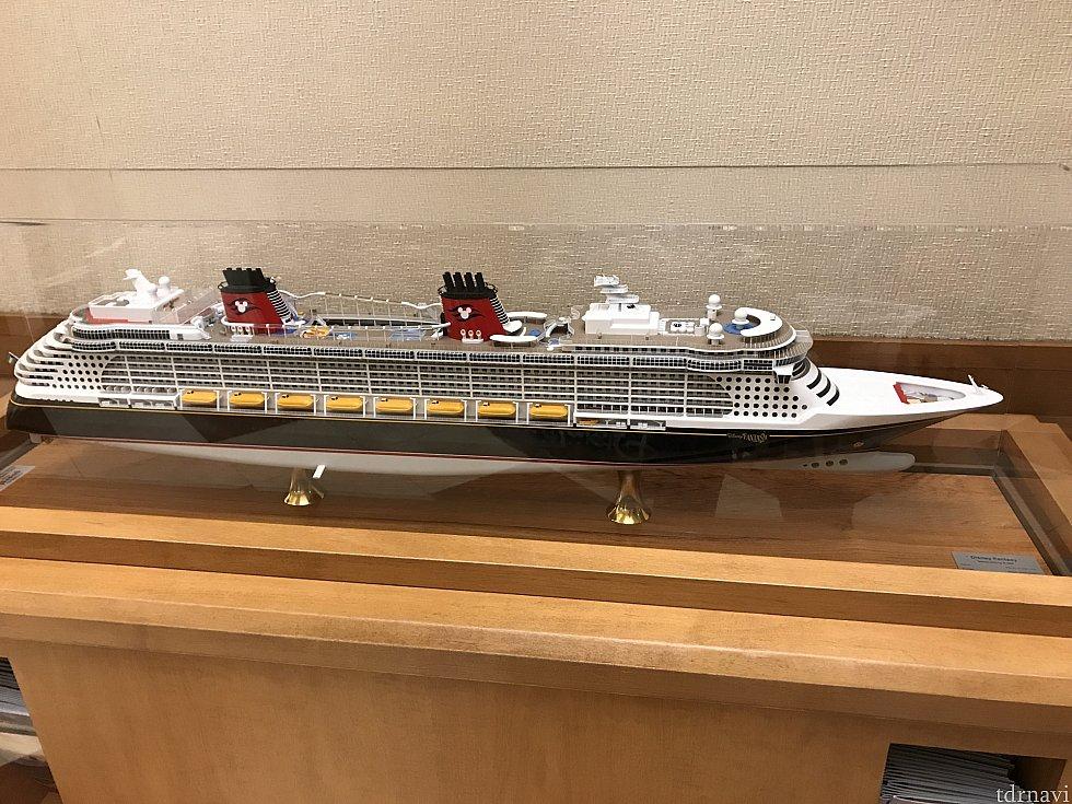 クルーズのファンタジー号の模型が置いてありました。