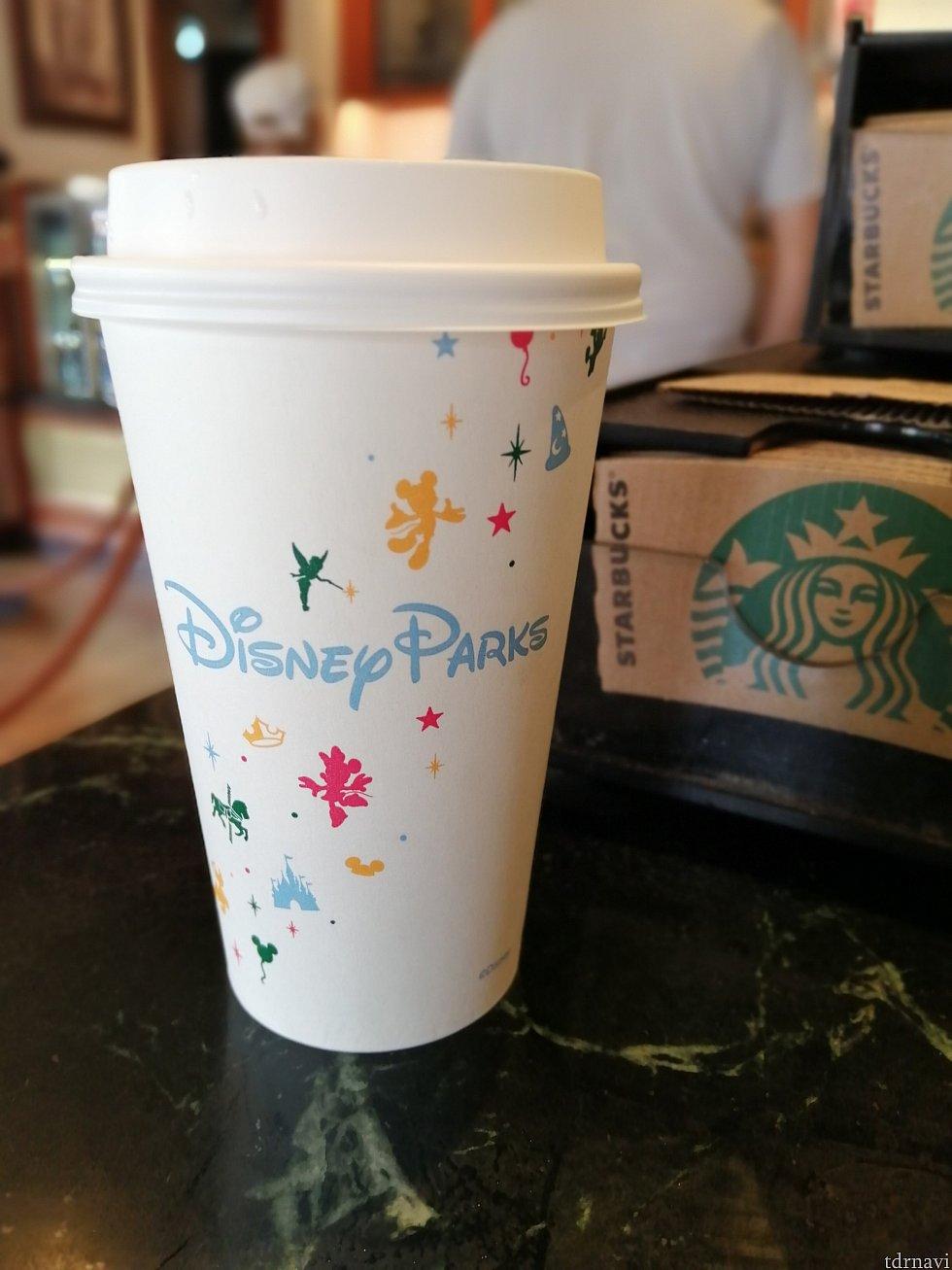 紙のカップもディズニー仕様✨