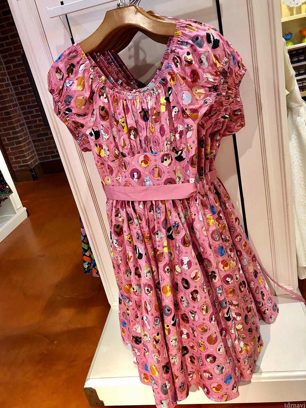 ピンクのドレスはディズニー作品に登場した犬達のキャラクター柄。これも新しいアイディア。