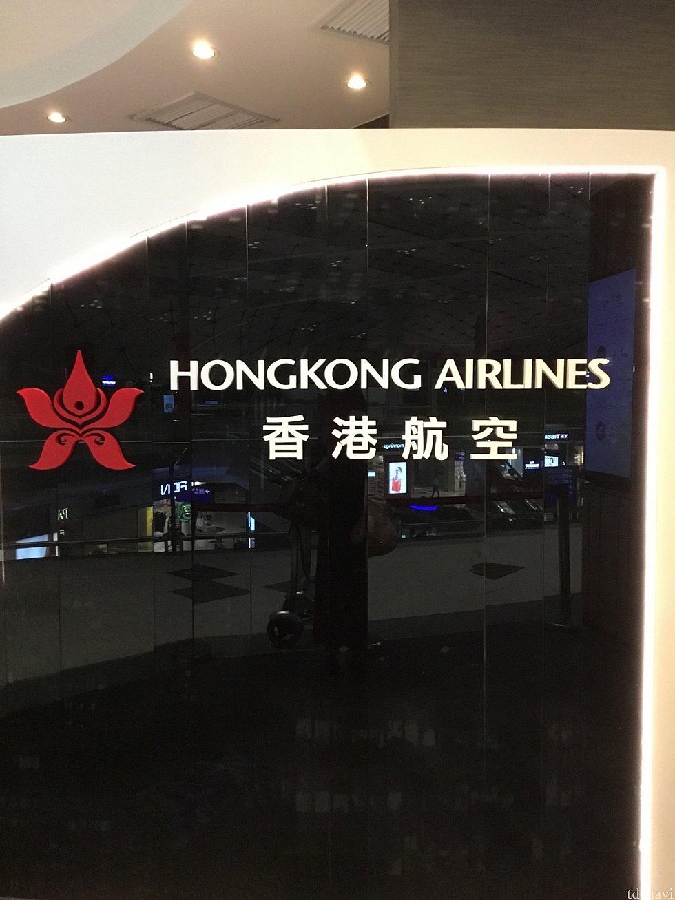 比較的香港航空が乗り入れする200番代近くにある Club Autusを使用しました!