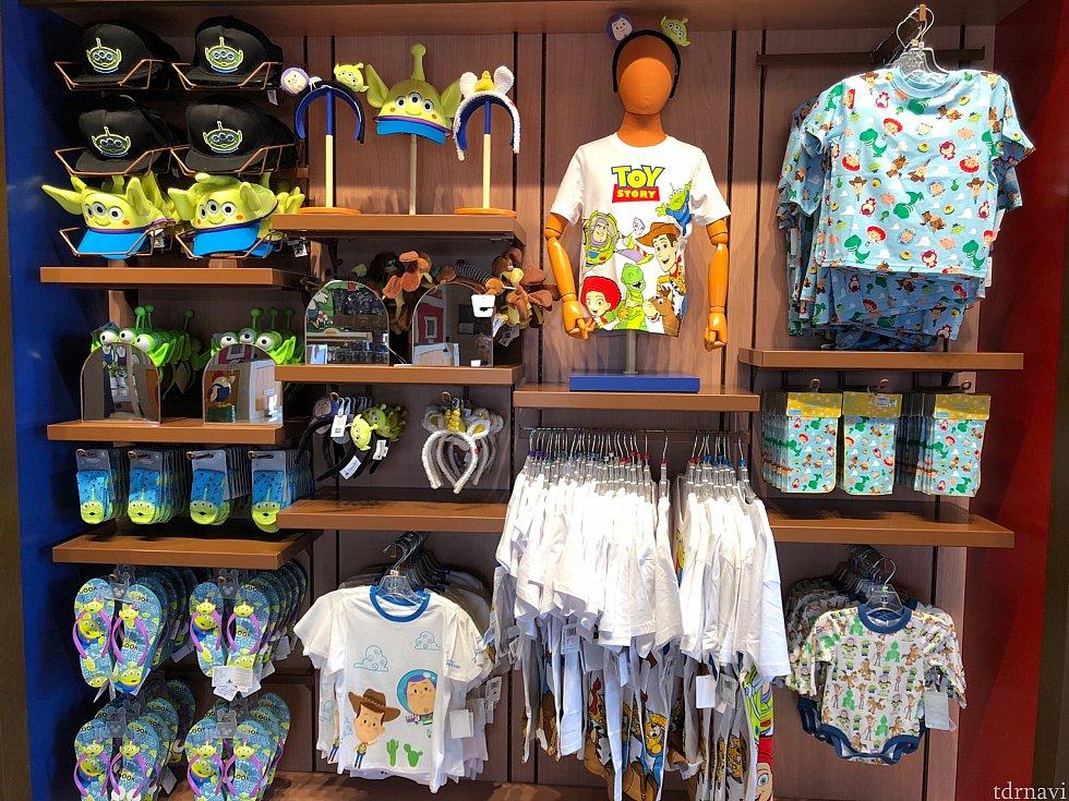 右上のTシャツは子どもサイズ 139元