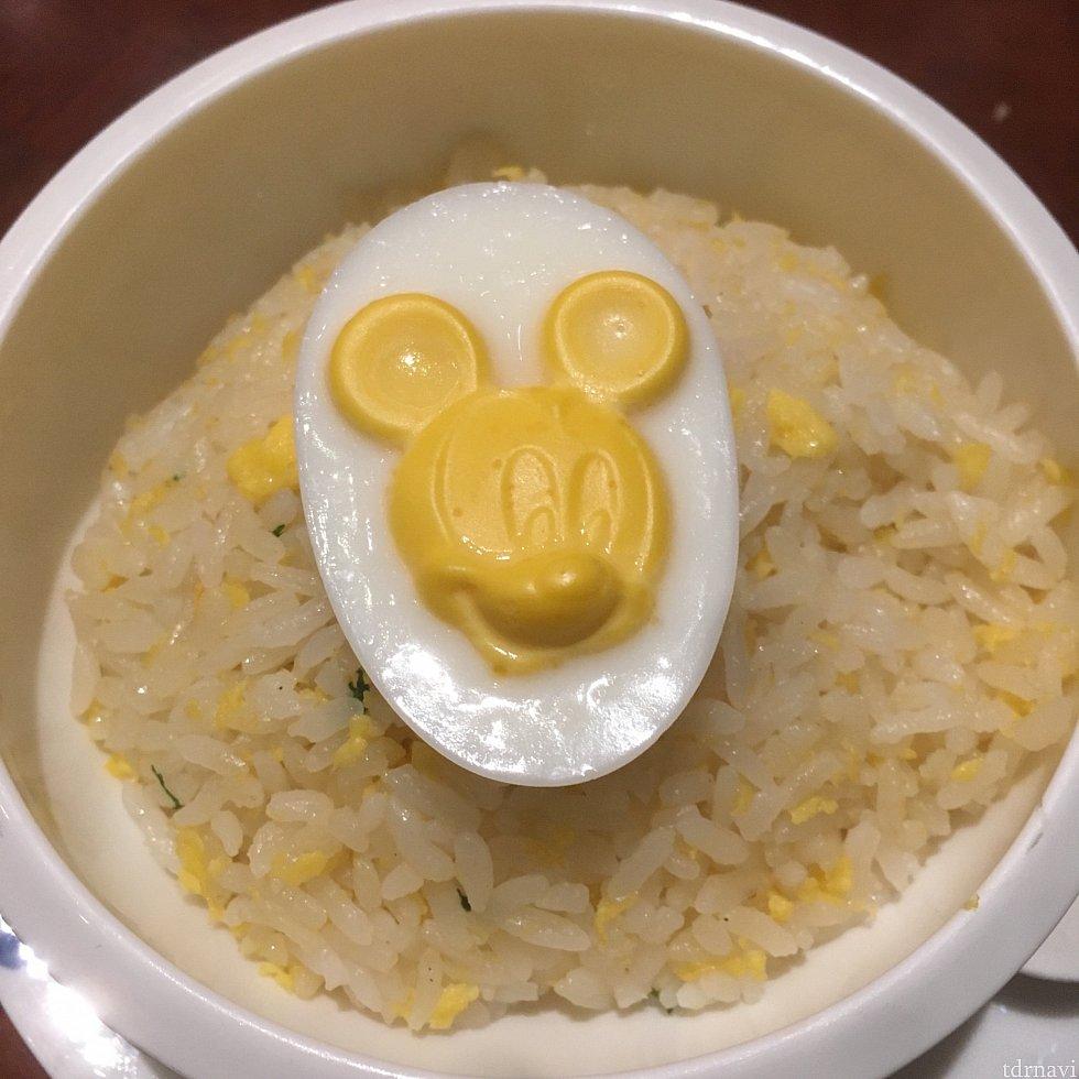 【メイン2】チャーハンの上の卵はミッキーさんが立体でした