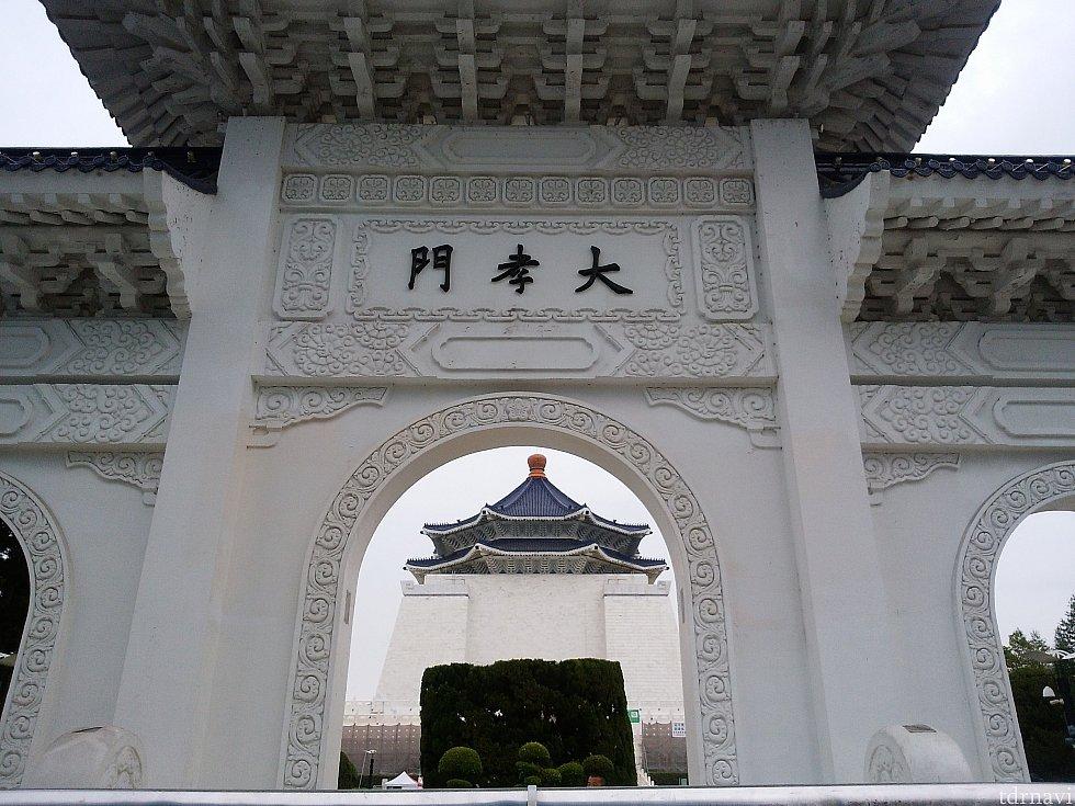 観光します。文化や歴史を学びました。