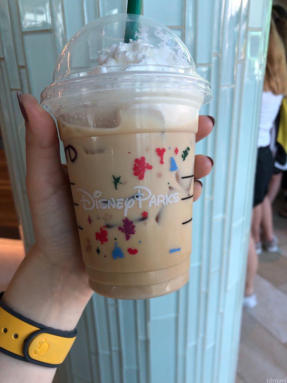 ディズニーパーク内にあるのでカップも特別です!