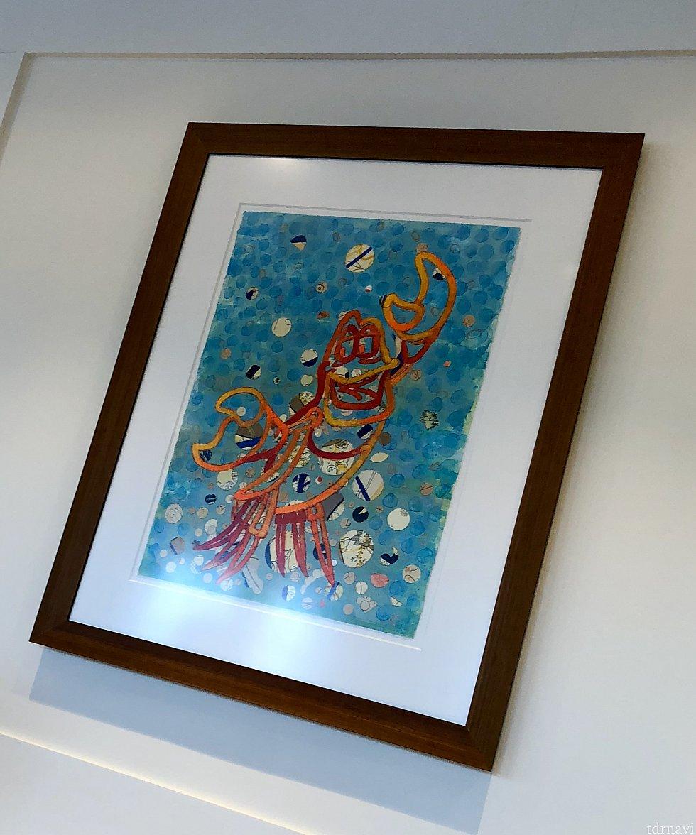 他のアートにもセバスチャンが。カリビアンな色合いで綺麗です。実はトイレにはセバスチャンの歌う曲が流れていました。