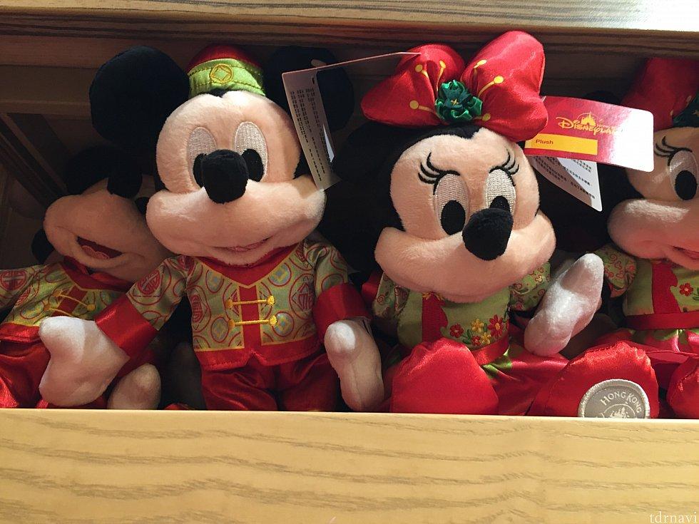 写真適当ですみません💦 旧正月のコスチュームに身を包んだミッキー&ミニー!!! 私は会えない可能性大だけど、今年のコスチュームはこのような感じだと思われます😋