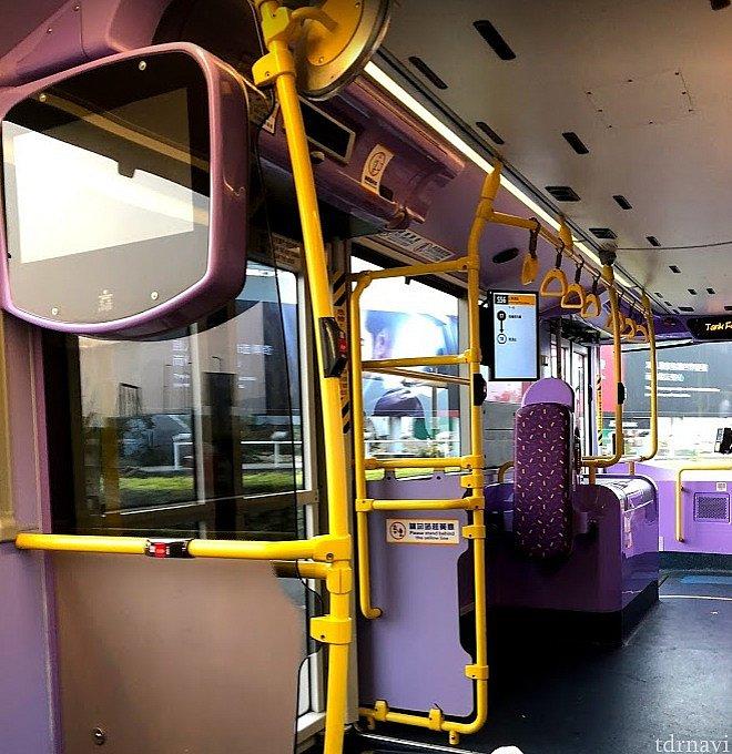 まさかの事態でも24時間路線バスは走ってます!料金も安くてありがたいことです😭 (パークでも走っている新型のバスだと下がかなり広いです)