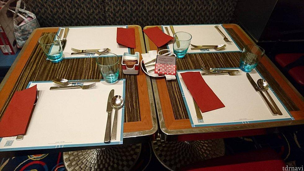 こちらのテーブルに案内されました