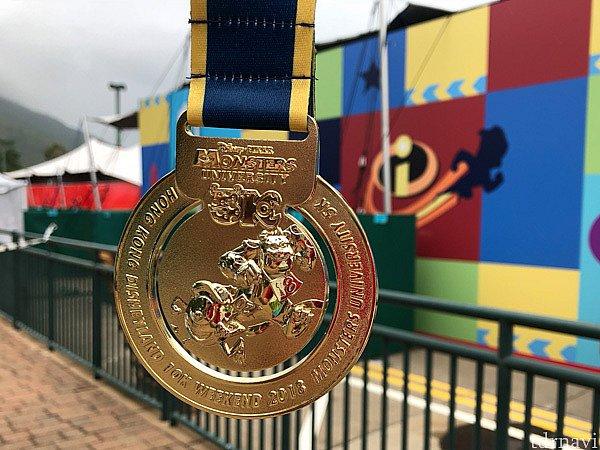 モンスターズ・ユニバーシティ5Kのメダル。 サリーとマイクです。結構重量があります。