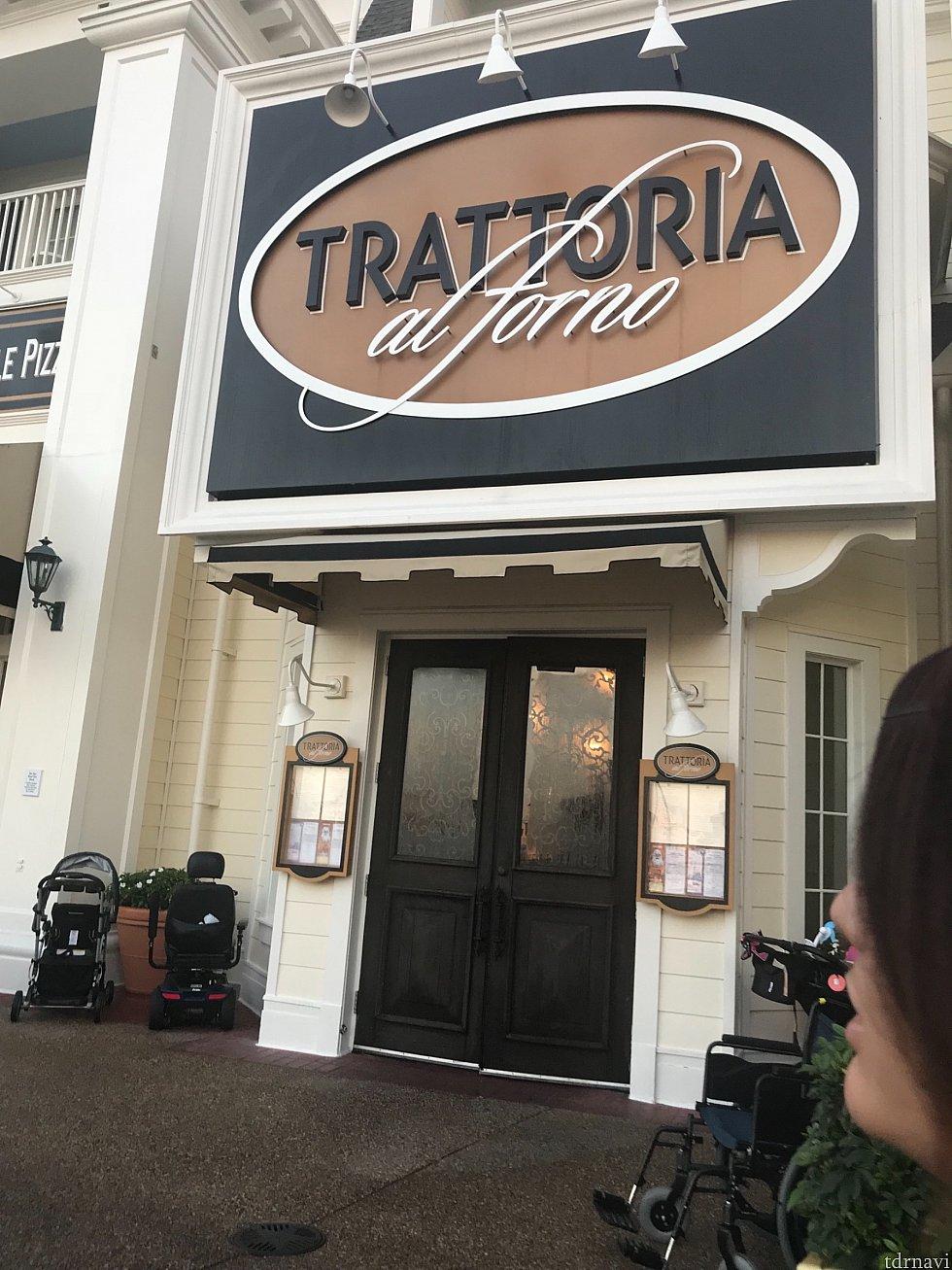 キャラダイ朝食を予約したトラットリアに向かいます。