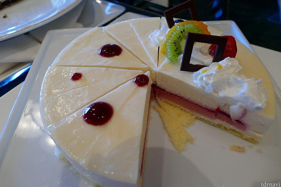 甘いもの食べないのでよくわかりませんが多分チースケーキ(適当)